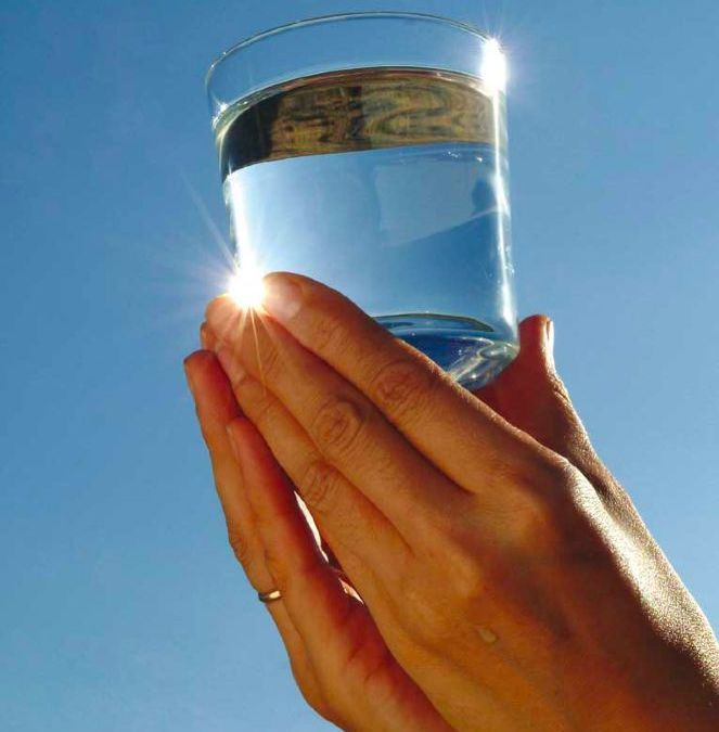 """Campaña: """"Beba Agua y alimente la Paz"""""""
