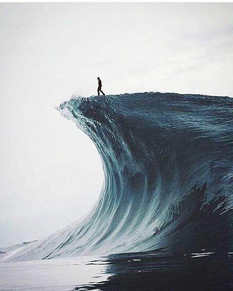 Ola surfeando